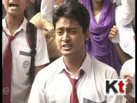 Kolkata School student sit for strike at Beckbagan