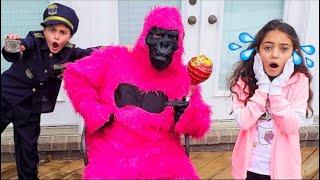 القرد يهرب من القفص   غوريلا وردي عملاق  مقاطع فيديو للأطفال Heidi و Zidane