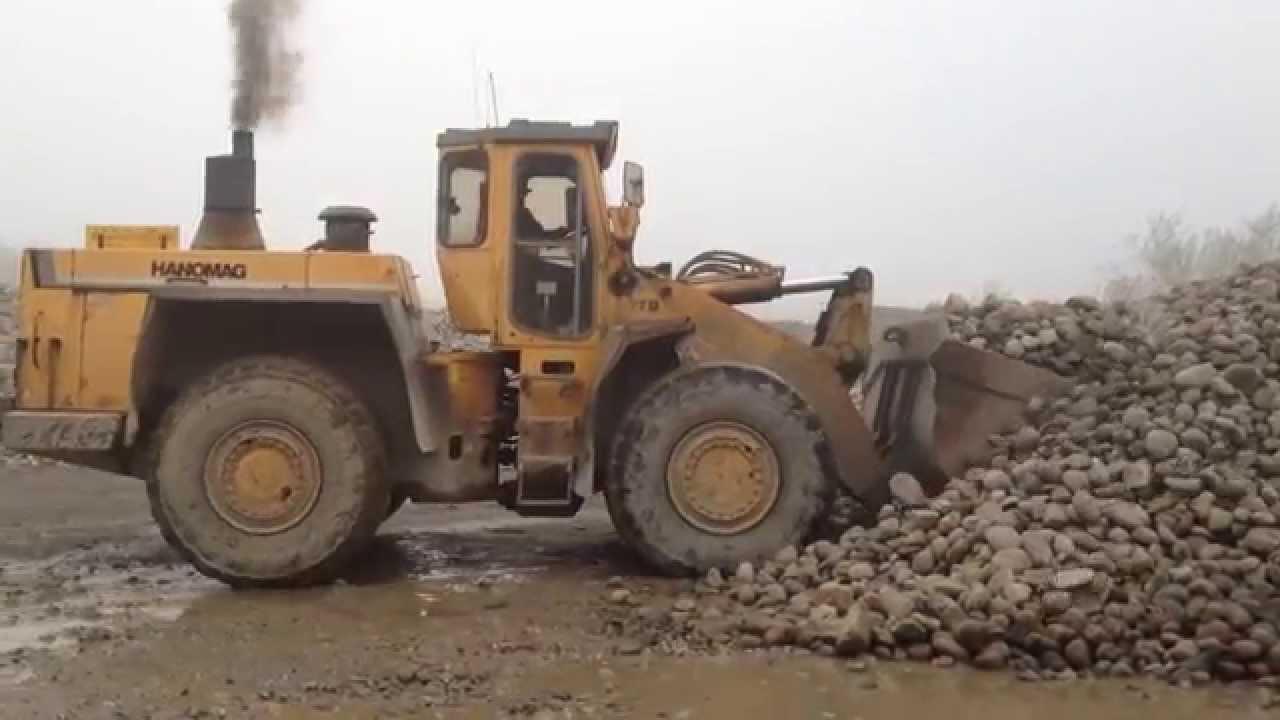 Hanomag 77D  loading rocks