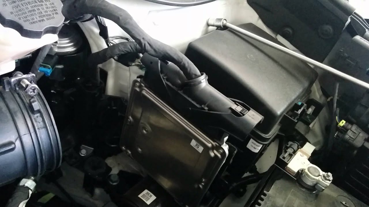 hyundai santa fe fuel filter change diesel    filter    in    hyundai       santa       fe    2014 youtube  change diesel    filter    in    hyundai       santa       fe    2014 youtube