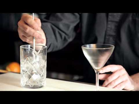 How to Stir a Cocktail - DrinkSkool Bar Techniques