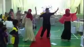 Menari Majlis Kahwin Lagu Hindustan