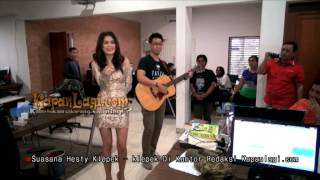 Video Intip Hesty Bikin Klepek-Klepek Kantor Kapanlagi.com download MP3, 3GP, MP4, WEBM, AVI, FLV Oktober 2017