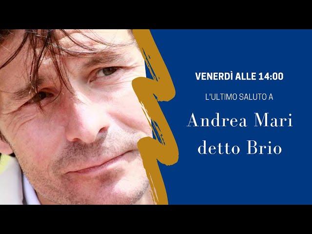 L'ultimo saluto ad Andrea Mari detto Brio, l'arrivo del feretro in piazza del Campo.