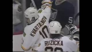 Dmitri Kvartalnov scores for Bruins against Whalers (1992)