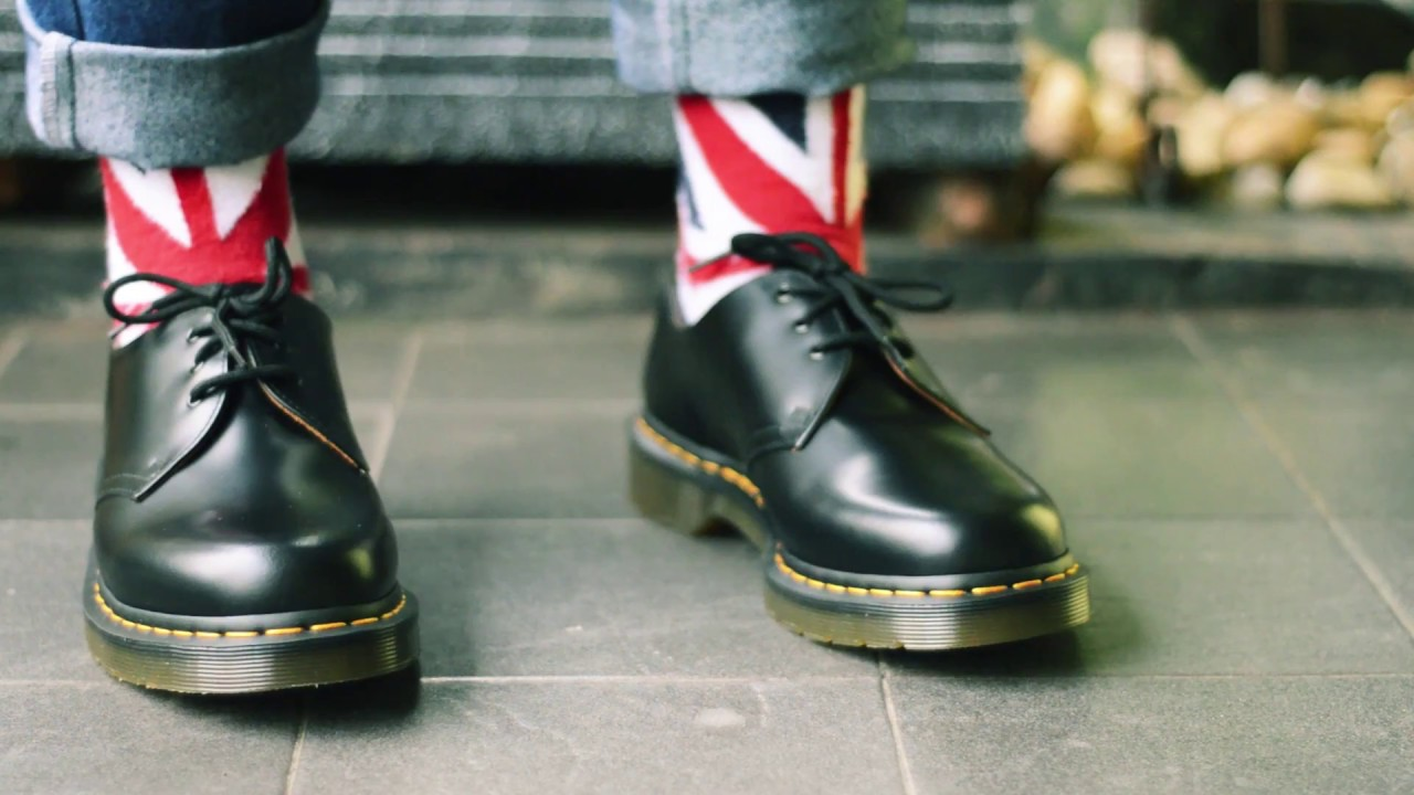 Dr Martens 1461 Black smooth - YouTube f36eaeafbc7