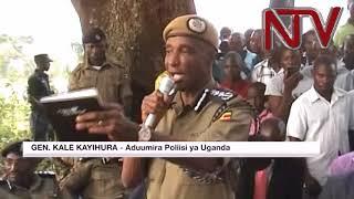 Gen.Kayihura ayimirizza abapoliisi bana ku mirimu kulwe emivuyo gy'ettaka egiri e Mubende thumbnail
