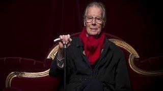 Sur Europe 1, Jean Piat lit un passage de la pièce de théâtre