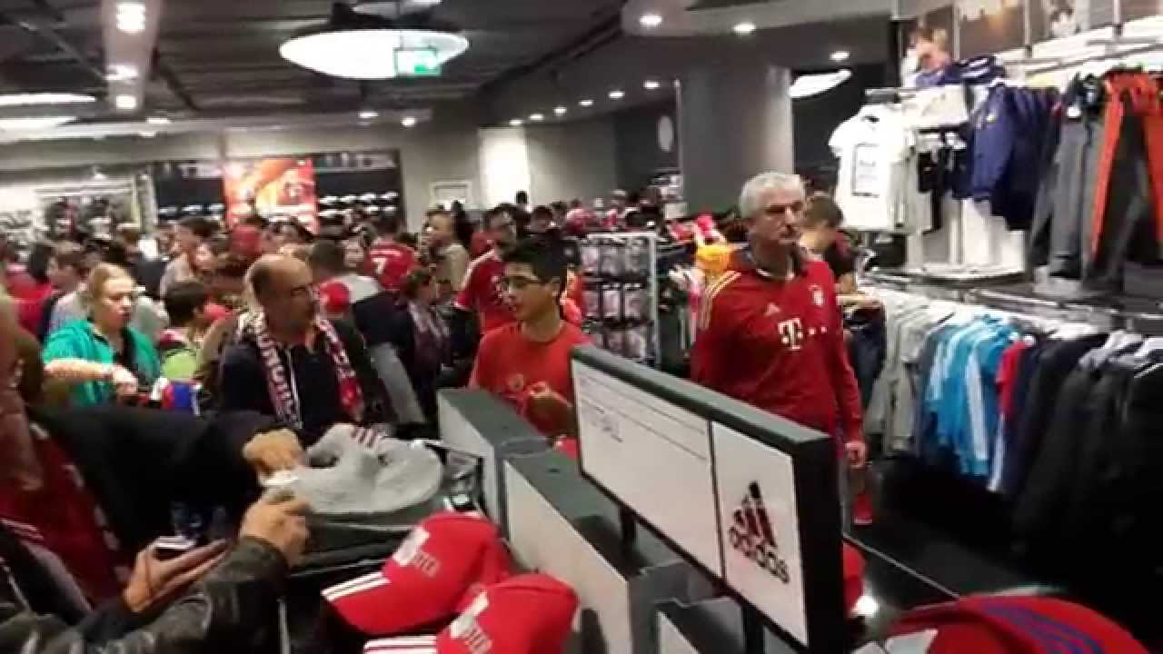 bayern m nchen allianz arena teil 17 fanshop megastore nach spielschluss youtube. Black Bedroom Furniture Sets. Home Design Ideas