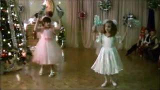 Новый год в детском саду. Танец снежинок