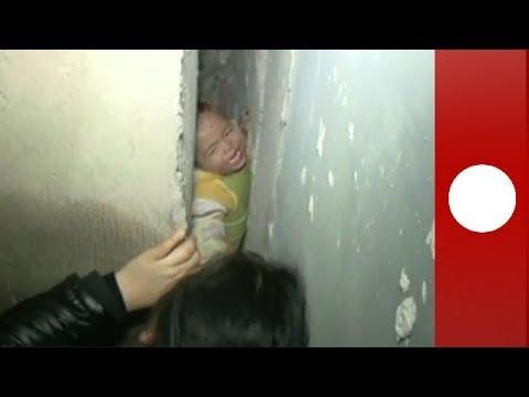 Chine : sauvetage d'un enfant coincé entre deux murs