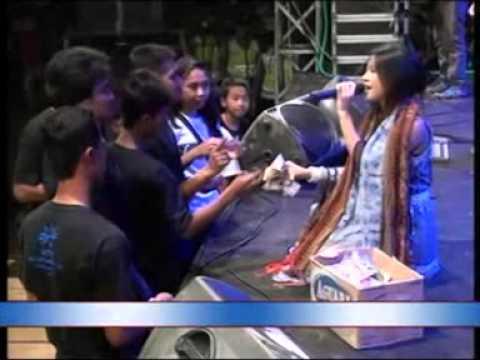 Monata live LATHAS Pekalongan 2014 Rena KDI - Bulan Separoh