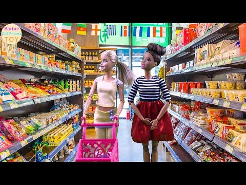 Barbie and Anna go shopping in the supermarket to buy snacks, then go camping and camping