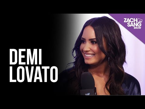 Demi Lovato I Backstage at the AMAs