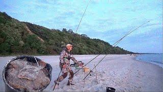 НАЛОВИЛ ВЕДРО РЫБЫ СУМАСШЕДШИЙ КЛЕВ НОЧЬЮ Рыбалка в Балтийском море Ловля Камбалы