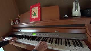 クリスマス間際に駆け込みで、原曲はB♭ですがなんとなくFで弾いてしまいました。 譜面台の楽譜はイメージです(笑)