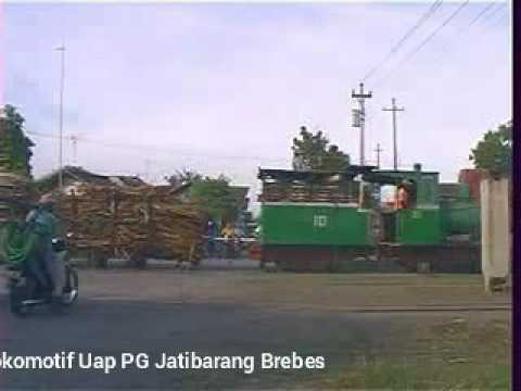 Lokomotif uap tua  pabrik gula Jatibarang Brebes jateng