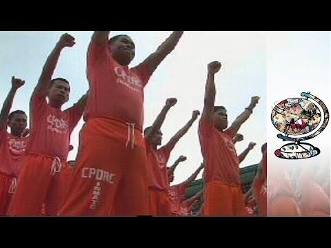 The Filipino Prisoners Who Dance to