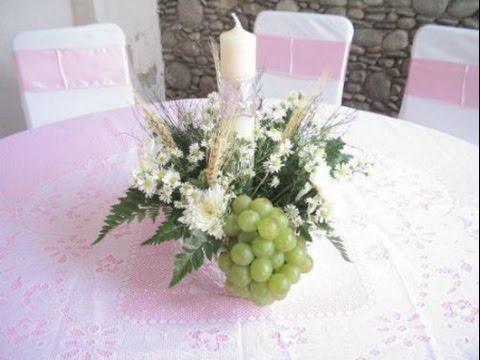 como hacer centros de mesa para primera comunion