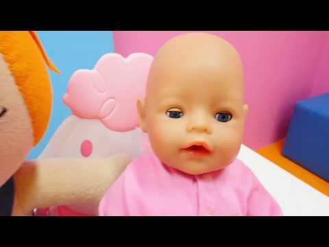 Ayşe oyuncak bebek Gül'e masaj yapıyor!