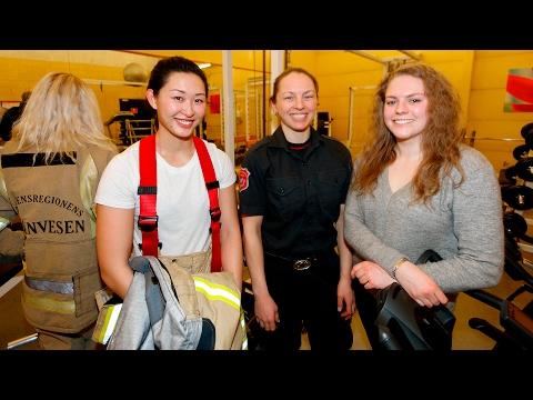 Åpen dag for jenter på brannstasjonen i Drammen