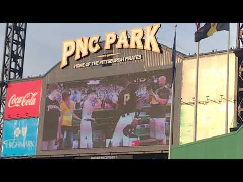 ANDREW MCCUTCHEN TRIBUTE VIDEO AND STANDING OVATION 5/11/18 PIRATES VS GIANTS