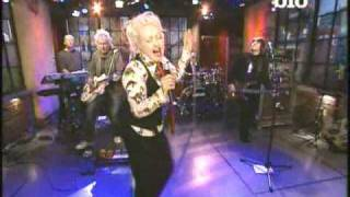 Watch Cyndi Lauper Set Your Heart video