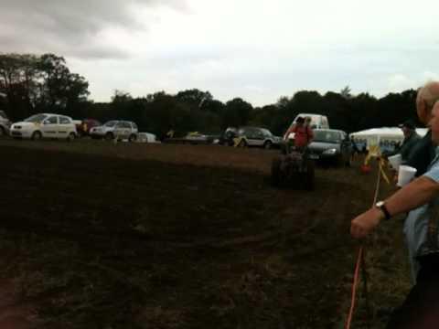 lenny cullen ploughing at foulsham 2011