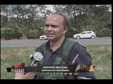 VEÍCULO CAPOTA E DEIXA DUAS PESSOAS FERIDAS EM RIO LARGO
