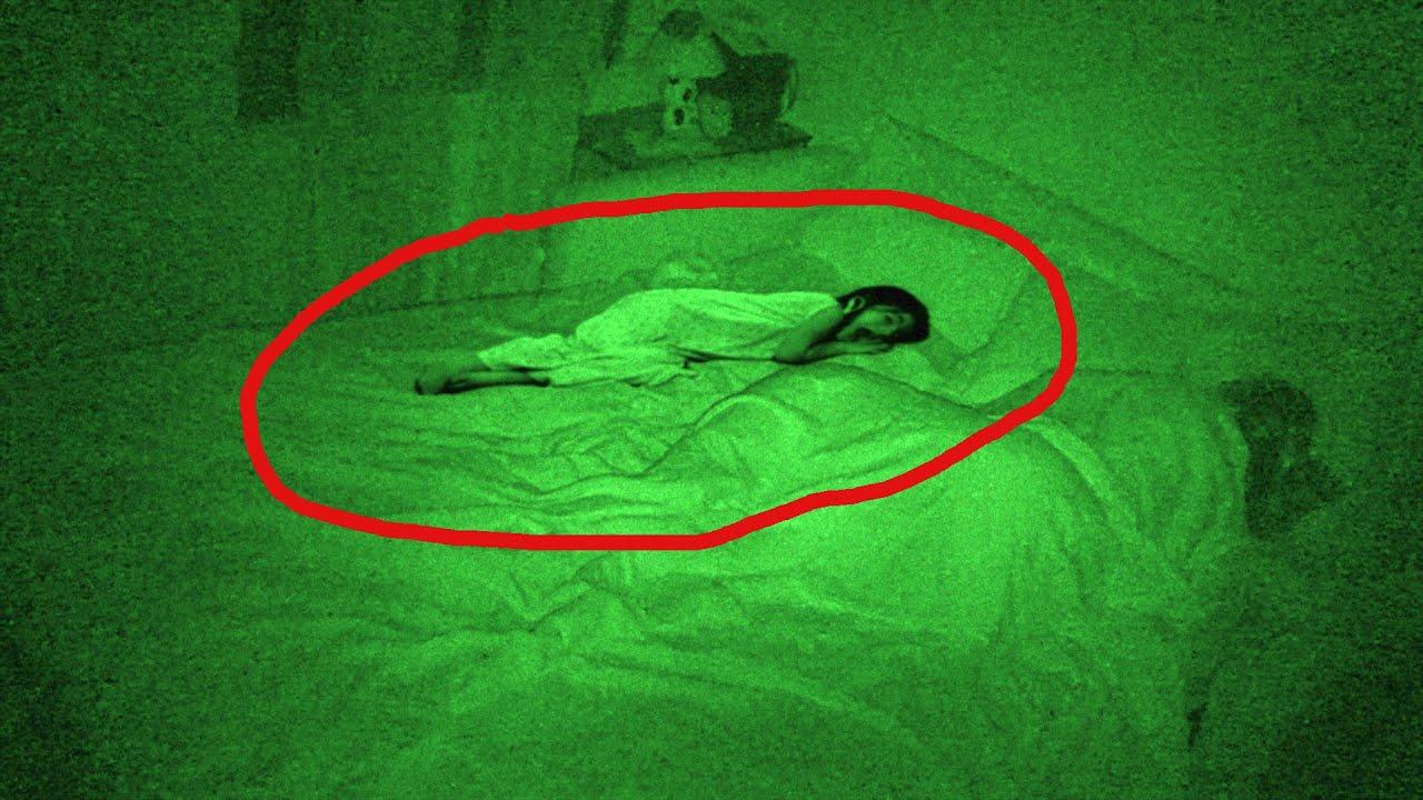 Terror Extremo,Fantasma Niña Cama: Susto De Muerte