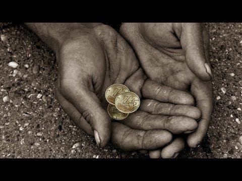 Почему в России маленькие зарплаты и пенсии