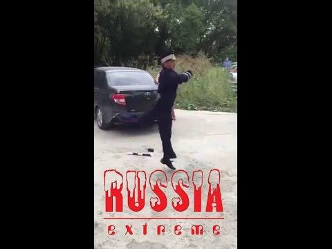 Russischer Polizist macht Party und schiesst mit Pistole- lustig!