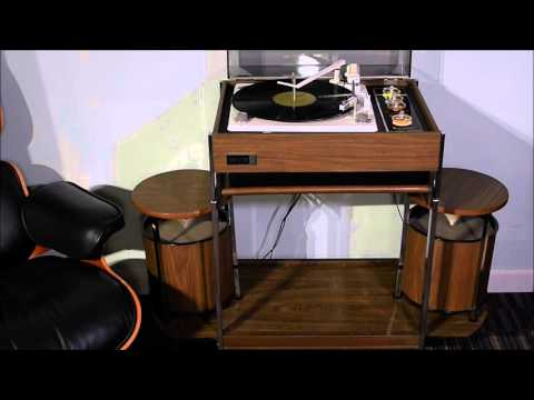 1968 Zenith Circle Of Sound Turntable Playing A Clockwork