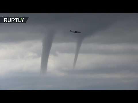 Самолёт зашёл на посадку среди торнадо в Сочи