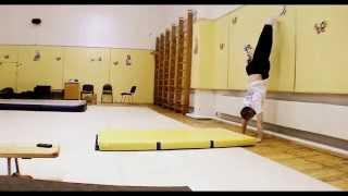Стойка на руках обучение  Школа секция акробатики № 1 Стойка