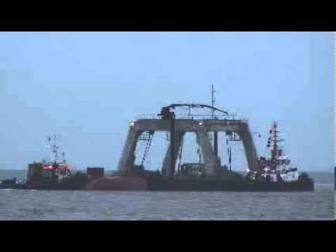 Bergekatamaran Schiffswrack Düngemittelfrachter Maritime Lady Schiffskollision Elbe Brunsbüttel Be