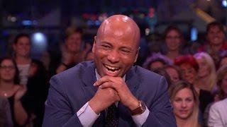 Slappe lach aan tafel om oud Lama's-fragment - RTL LATE NIGHT