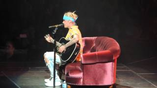 "Justin Bieber singing ""Cry Me a River"" cover in Louisville, KY April 20, 2016"