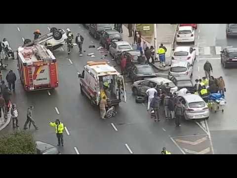 Aparatoso accidente en la calle Marqués de la Hermida de Santander