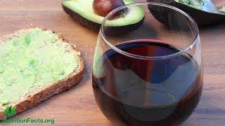 Účinky avokáda a červeného vína na zánět vyvolaný jídlem