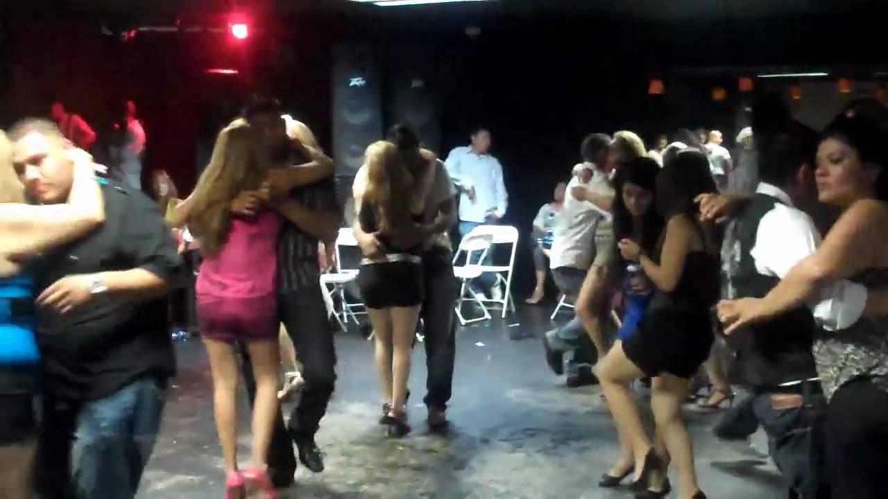 El Calor Night Club In Indio/Everybody Dacing Banda