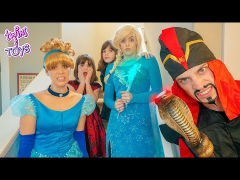 Kate & Lilly help Frozen Elsa SAVE Cinderella from Jafar!