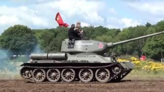 """Русский танк Т-34 в Англии на шоу """"Война и Мир"""""""