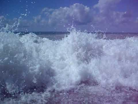 море бурлит