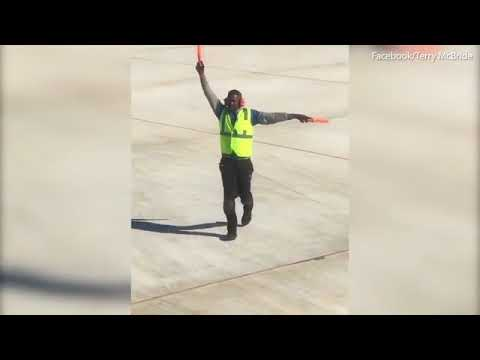 Air traffic dancer: Runway worker puts on a show for passengers