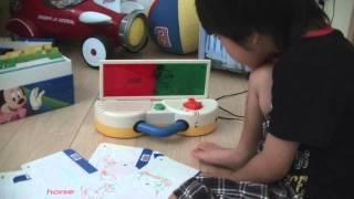 4才10ヶ月、ディズニーの英語システム、トークアロングカードで遊んでい...