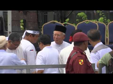 Malaysian Muslims hold rally to uphold Malay privileges Mp3