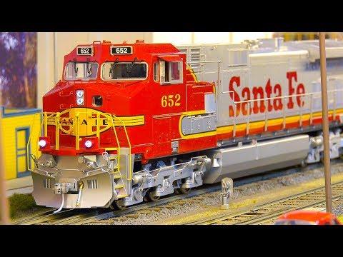 AMAZING MODEL RAILROAD RAILWAY!! RC STEAM LOCOMOTIVES, MODEL TRAINS, RC SANTA FE