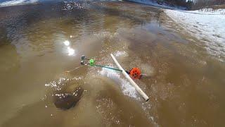 Рвут леску а лёд уходит из под ног Рыболовный экстрим Такую рыбалку не забыть