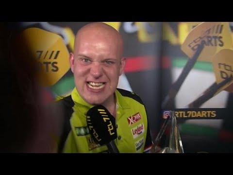 """Van Gerwen pakt camera: """"Bedankt allemaal, COME ON"""" - RTL 7 DARTS: PREMIER LEAGUE"""